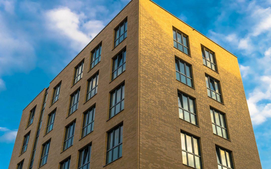 6 raisons pour lesquelles tu DOIS acheter un immeuble de rapport.
